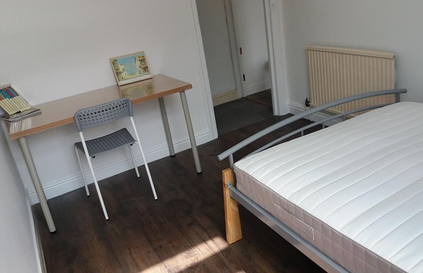 Segundo dormitorio doble delantero con cama doble