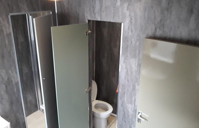 2 Showers & 2 Toilets